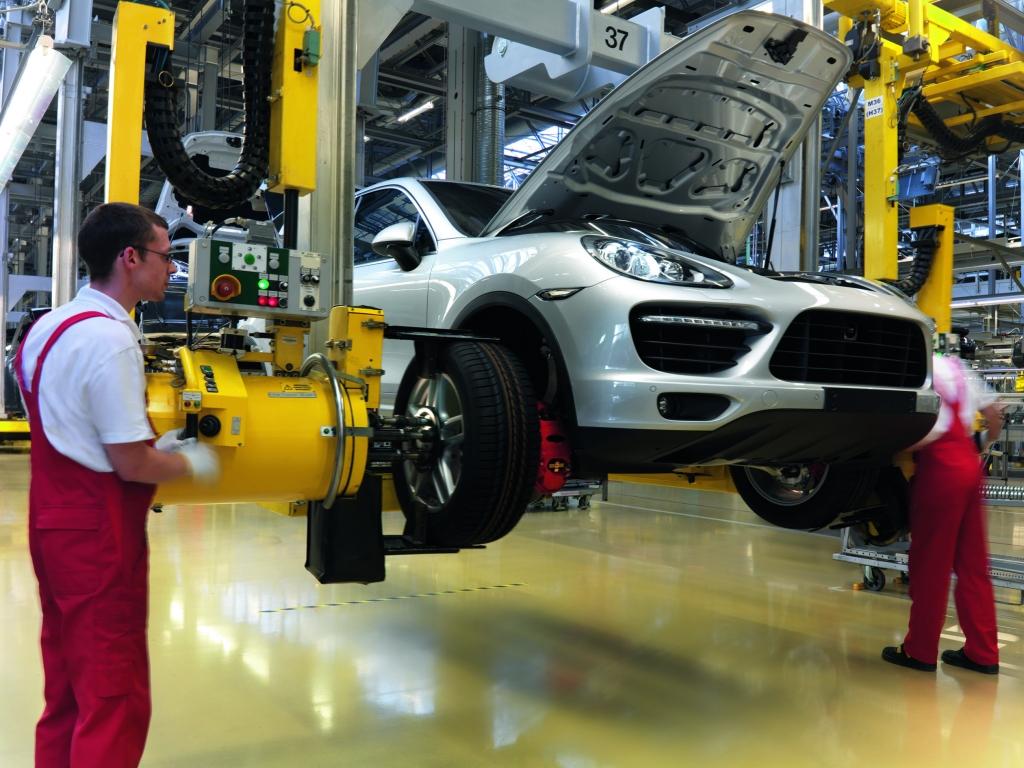 Hochwasser legt Cayenne-Produktion in Leipziger Porsche Werk lahm