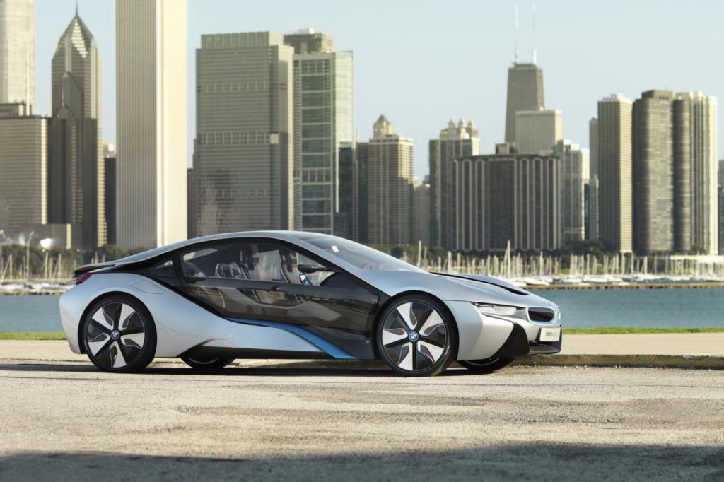 In der Zukunft ändert sich das Leben in den Großstädten, neue Konzepte sind notwendig - hier das Konzeptfahrzeug BMW i8