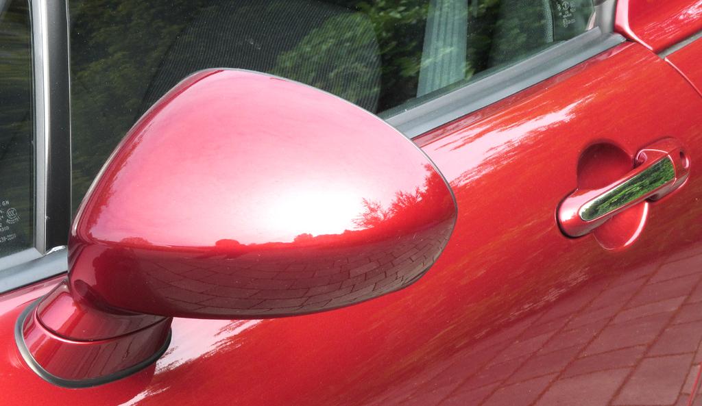 Mazda MX-5: Blick auf den Außenspiegel auf der Fahrerseite.