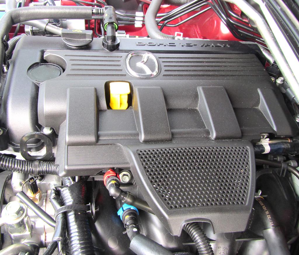Mazda MX-5: Blick unter die Haube auf den 12,8-Liter-Vierzylinder-Benziner.
