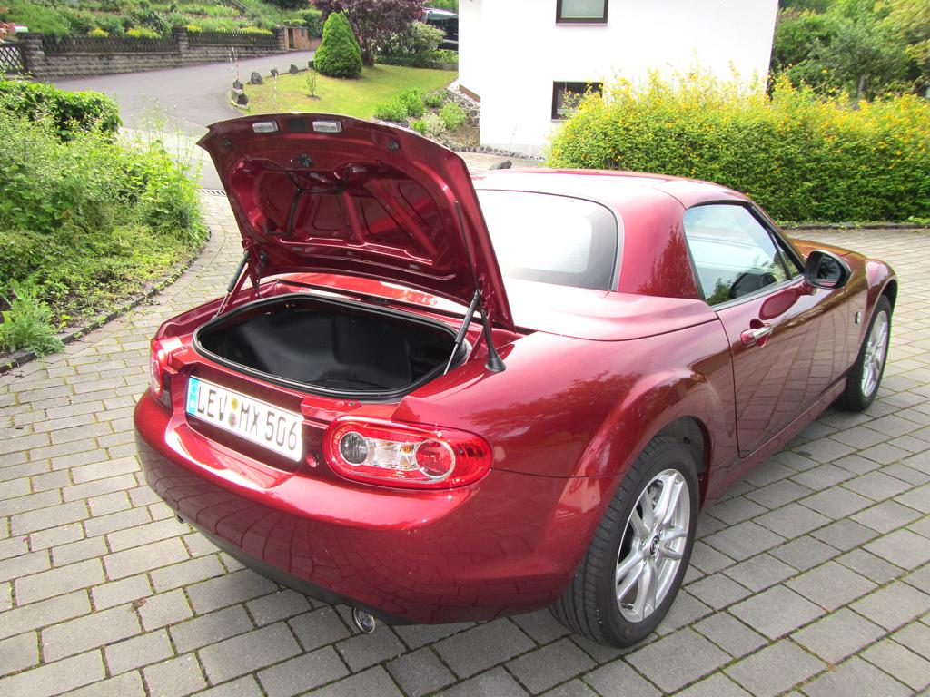 Mazda MX-5: Das kleine Gepäckabteil fasst gerade einmal 150 Liter.