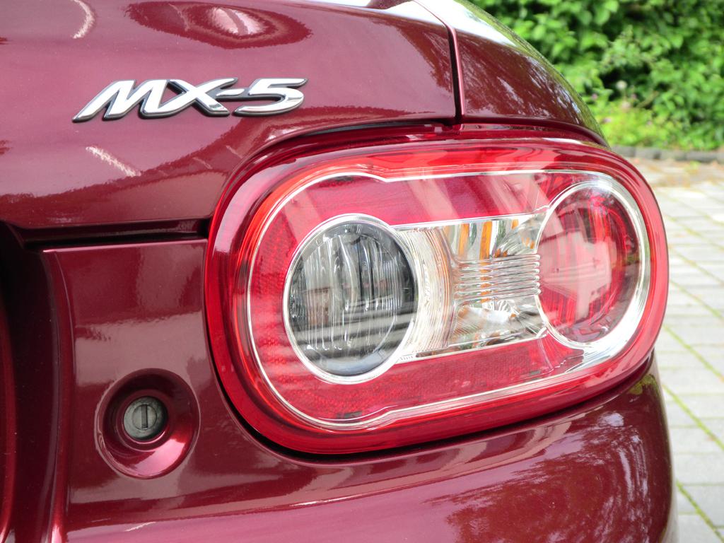 Mazda MX-5: Leuchteinheit hinten mit Modellschriftzug.