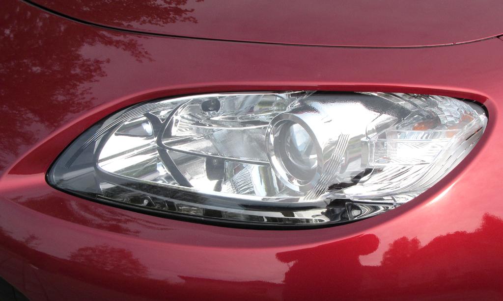 Mazda MX-5: Moderne Leuchteinheit vorn.