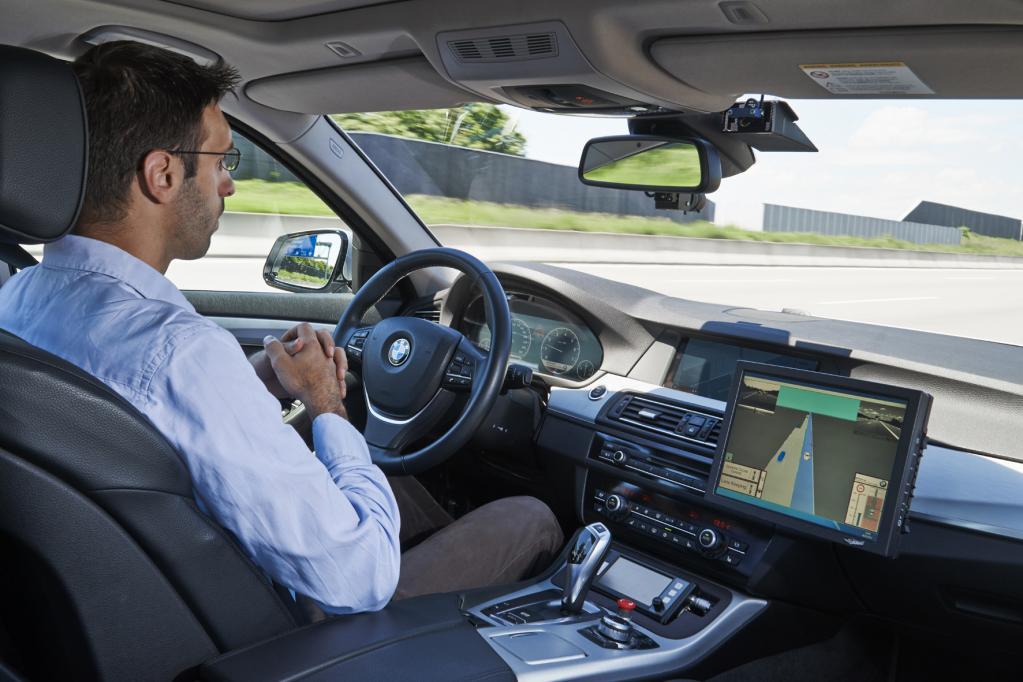 Mein BMW fährt mich auf der Autobahn