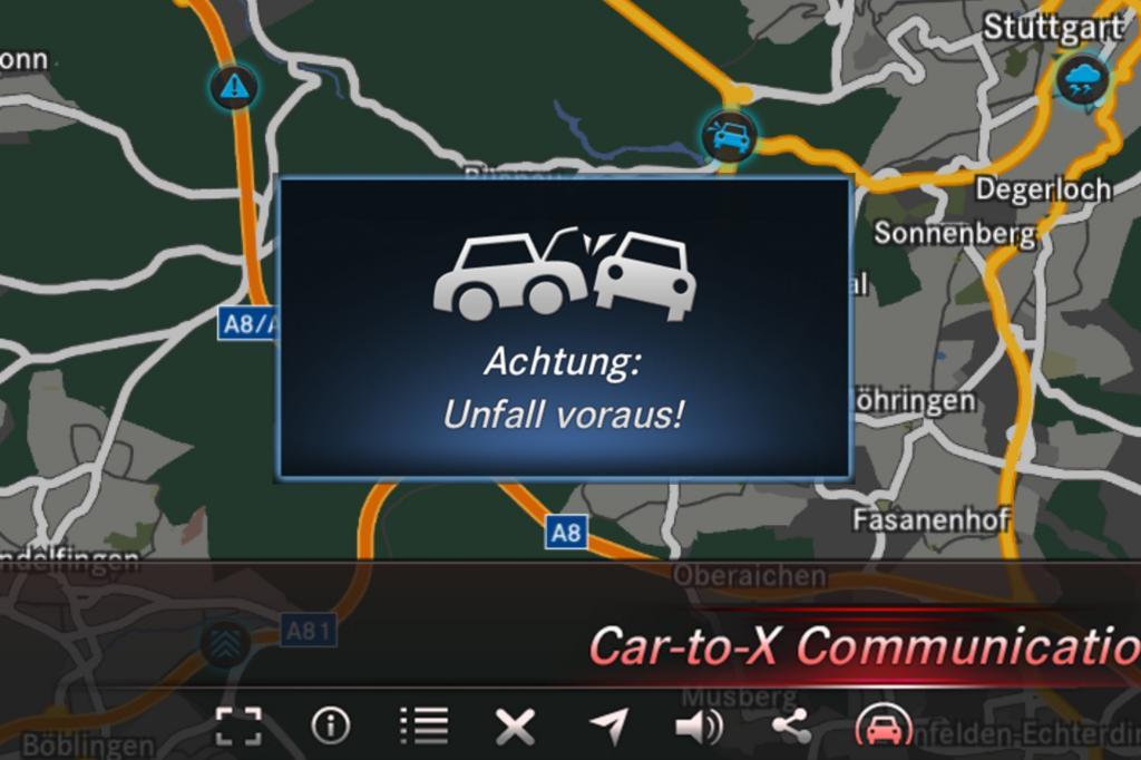 Mercedes-Pkw warnen andere Autos vor Unfallstellen