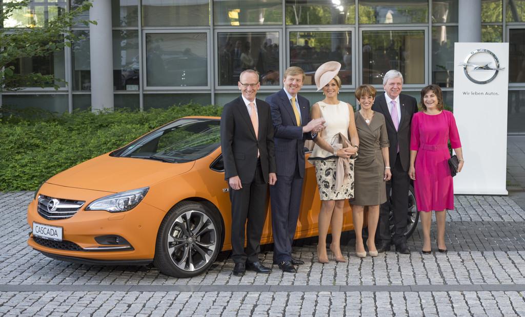 Niederländisches Königspaar bei Opel