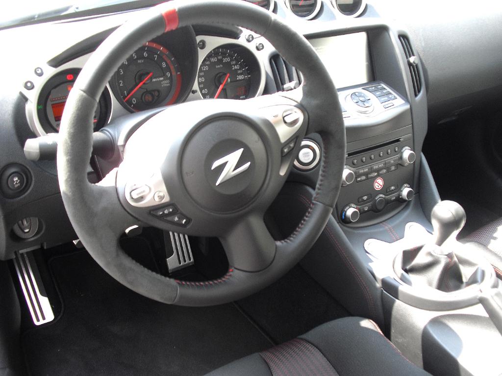 Nissan 370Z Nismo: Blick ins sportliche Cockpit.
