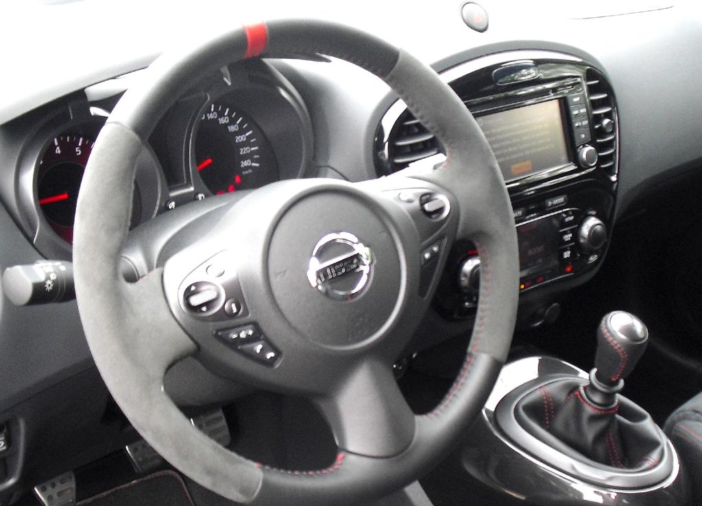 Nissan Juke Nismo: Blick ins Cockpit.
