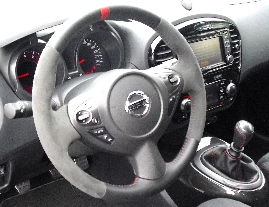 Nissan Juke Nismo: Blick ins sportliche Cockpit.