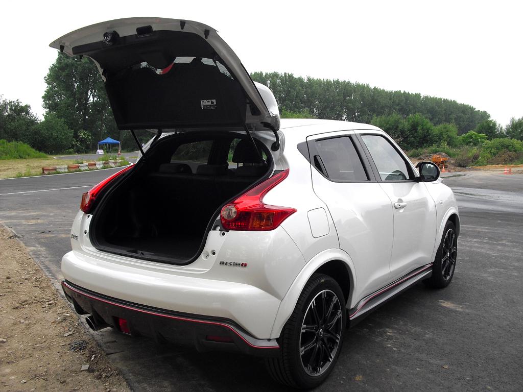 Nissan Juke Nismo: Das Gepäckabteil des Fünfsitzers fasst 550/506 bis 830/786 Liter.