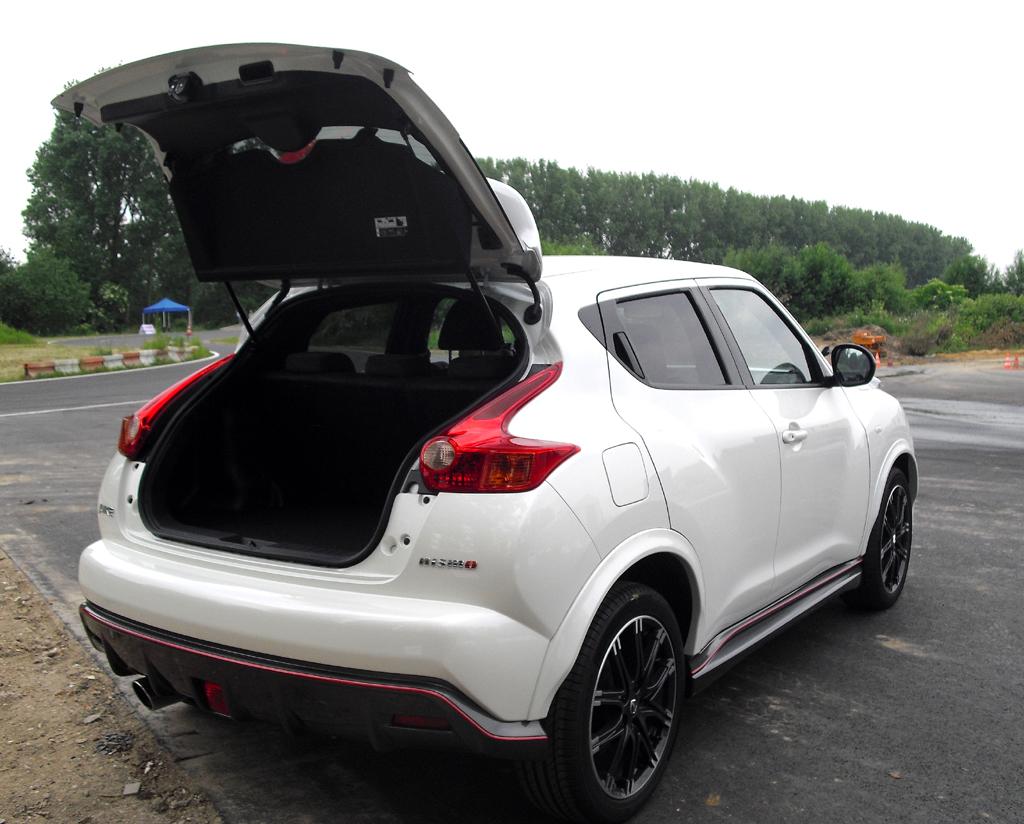 Nissan Juke Nismo: Das Gepäckabteil fasst 251 bis dachhoch 830 Liter.