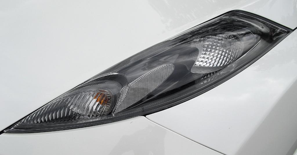 Nissan Juke Nismo: Langgestreckte Leuchteinheit vorn.