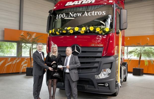 Polnische Spedition übernimmt 100sten Mercedes-Benz Actros