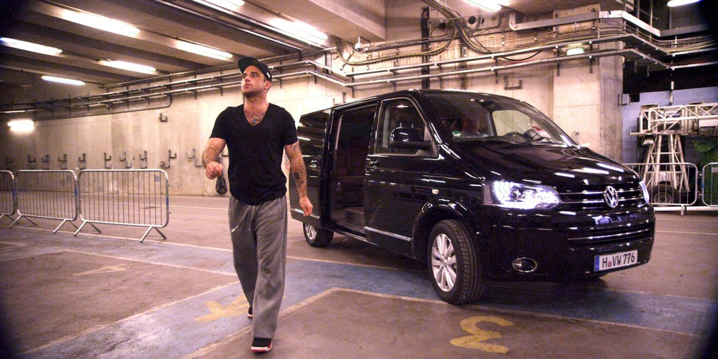 Robbie Williams mit VW Multivan auf Tour