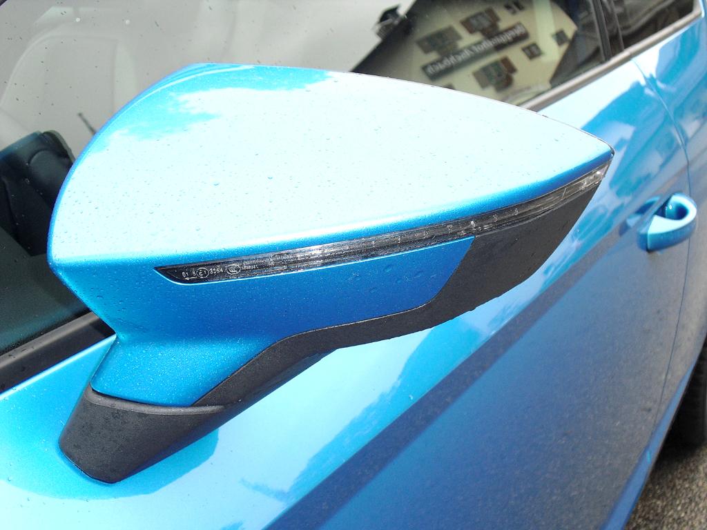 Seat León SC: In die Außenspiegel sind Blinkleisten integriert.