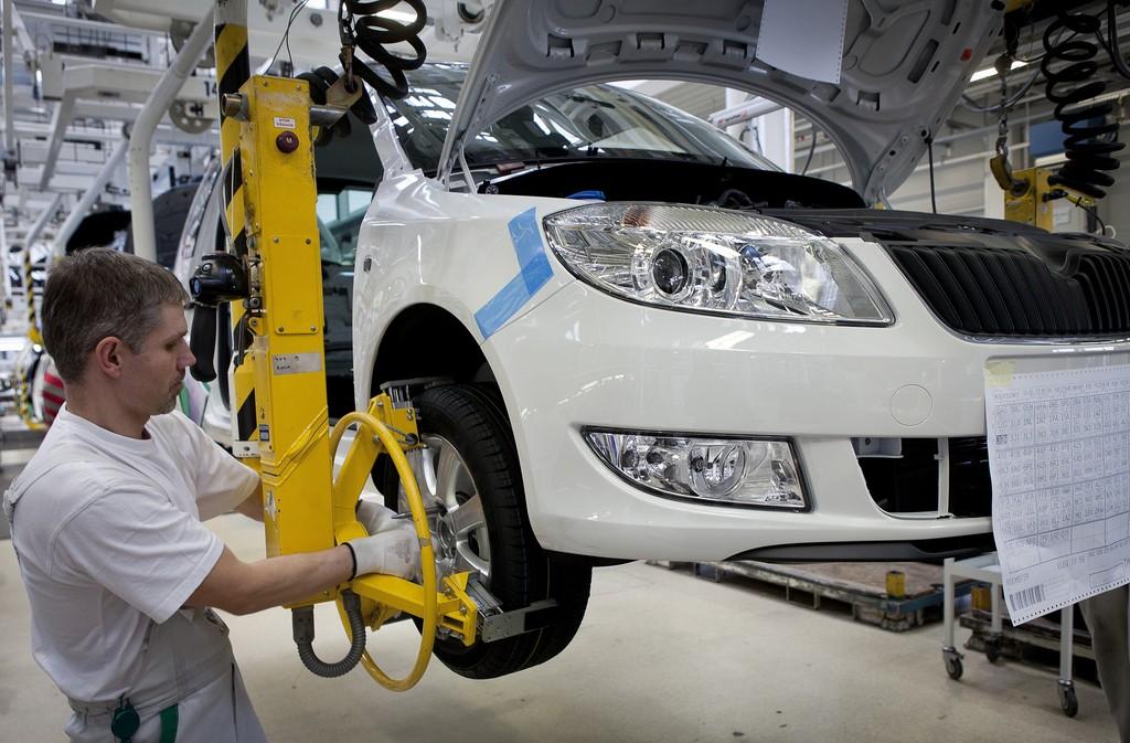 Skoda beugt mit ergonomischen Arbeitsplätzen vor