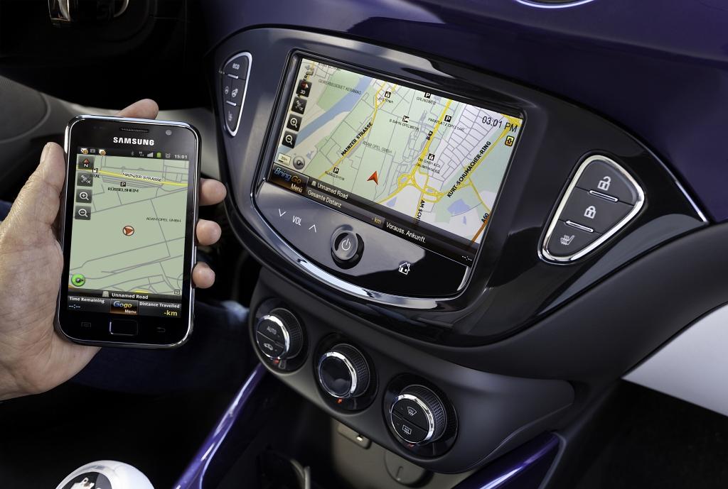 Smartphone-Integration im Auto – Erzähl mir einen Witz | © opel