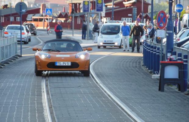 Team aus Bayern gewinnt im Tesla die E-Mobil-Rallye