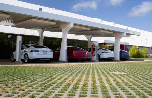 Tesla baut Netz von Ladestationen in den USA - Roadtrips jetzt auch elektrisch