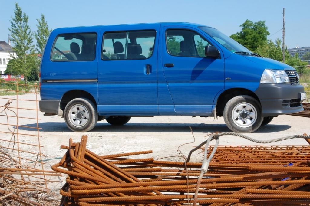 Test Toyota Hiace Kombi GL 2.5-l-D-4D 4x4: Zeitreise in japanischer Großraumlimousine