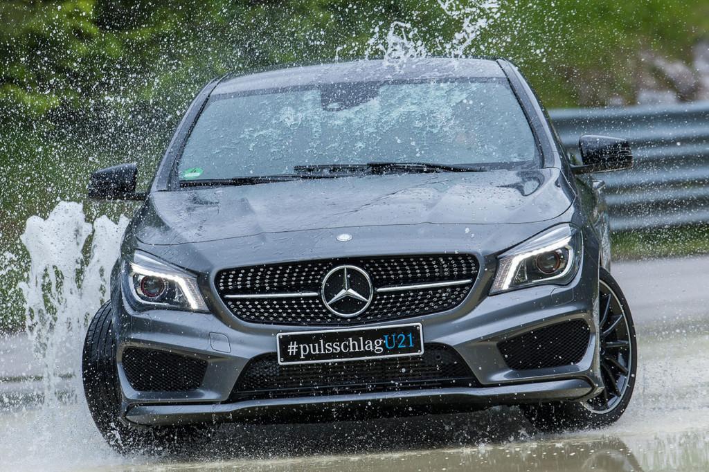 U21-Nationalmannschaft trainiert mit Mercedes-Benz