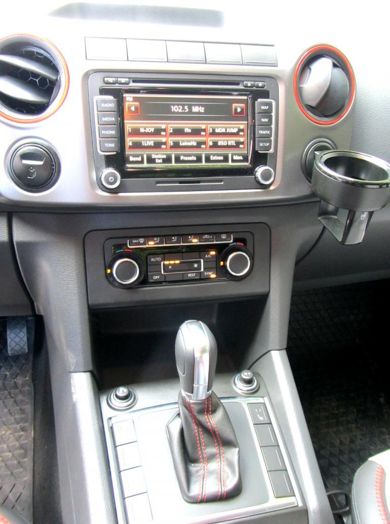 VW Amarok Canyon: Blick auf den mittleren Armaturenträger.