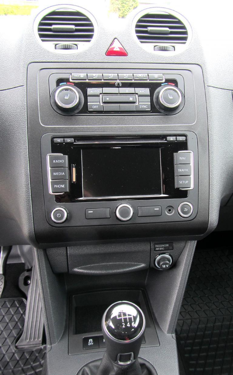 VW Cross Caddy: Blick auf den mittleren Armaturenträger.