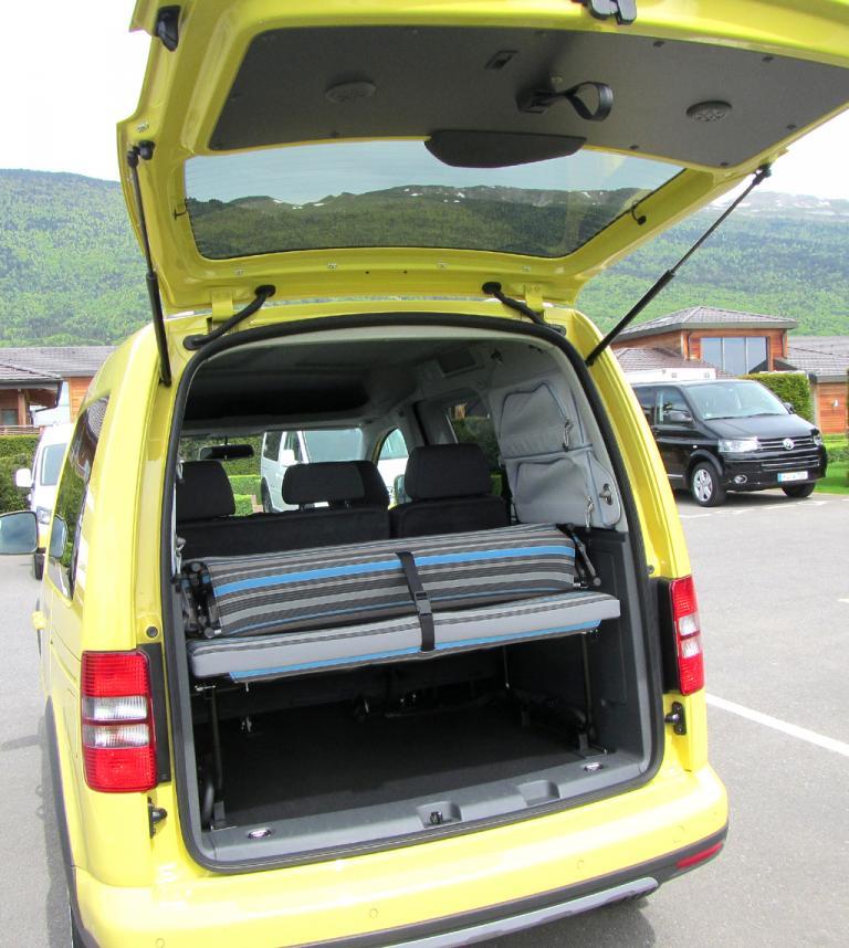 VW Cross Caddy: Das Gepäckabteil des Fünfsitzers, hier beim Tramper, fasst 750 bis 3030 Liter.