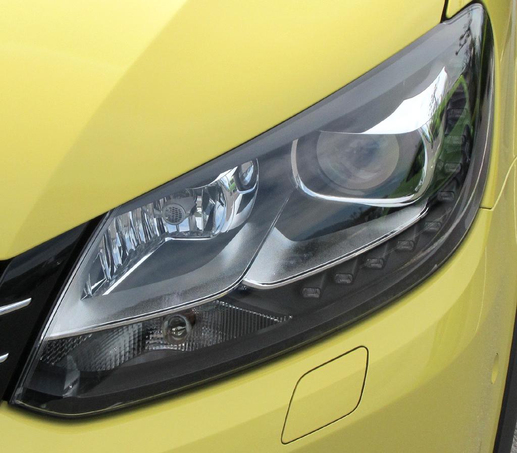 VW Cross Caddy: Moderne Leuchteinheit vorn.