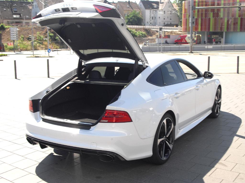 Audi RS7 Sportback: Ins Gepäckabteil passen 535 bis 1390 Liter hinein.