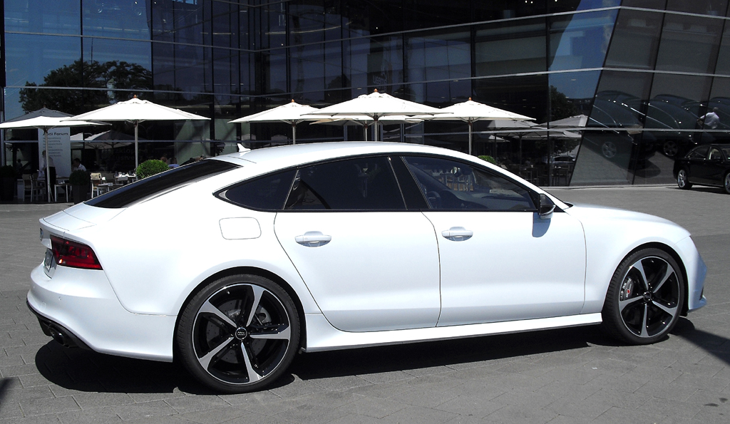 Audi RS7 Sportback: Und so sieht das große fünftürige Coupé von der Seite aus.