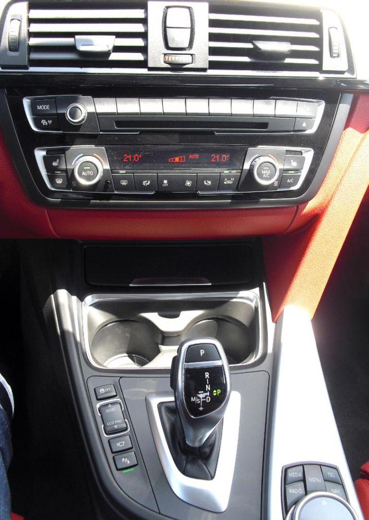 BMW 4er Coupé: Blick auf den mittleren Armaturenträger.
