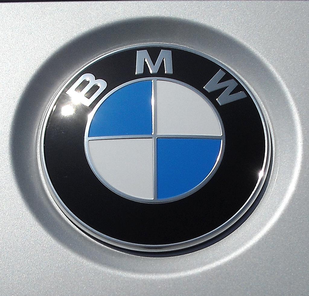 BMW 4er Coupé: Das Markenlogo sitzt vorn oberhalb der Doppelniere.