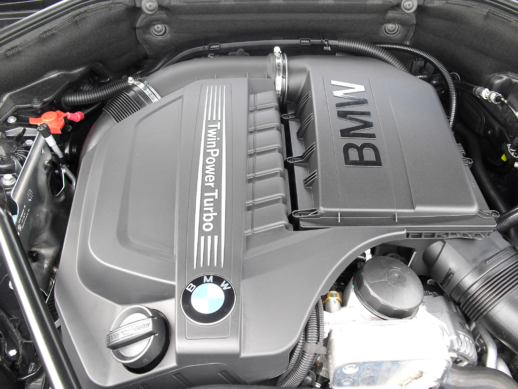 BMW 5er: Blick unter die Haube beim Benziner 535i mit 225/306 kW/PS.