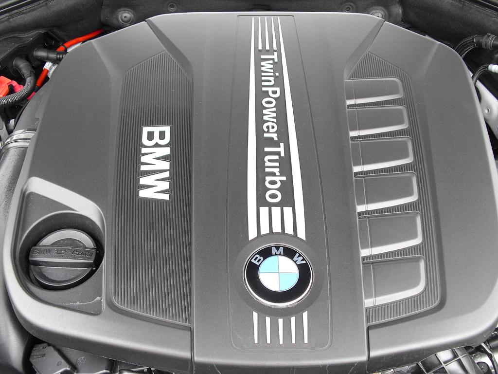 BMW 5er: Blick unter die Haube beim Diesel 530d mit 190/258 kW/PS.