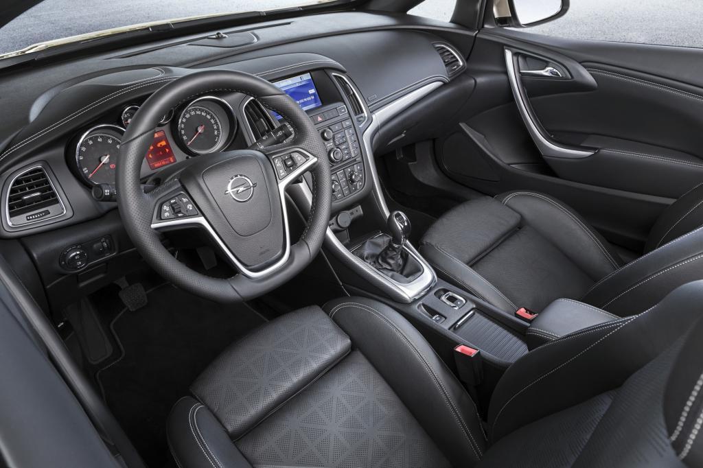 Das Cockpit entspricht dem des Astra