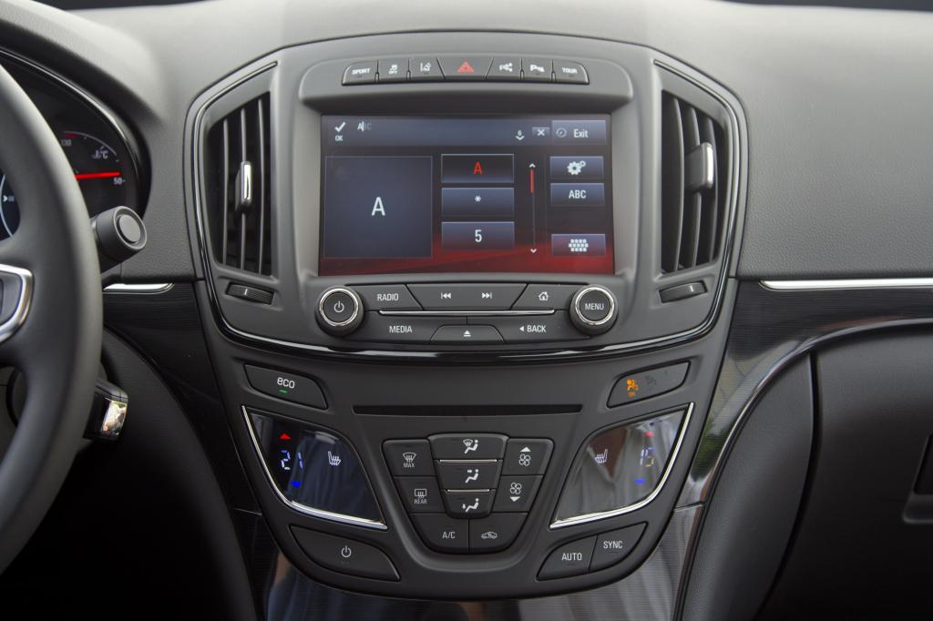 Das neue Infotainment-System gehört zu der IntelliLink-Familie und ermöglicht dem Fahrer vier verschiedenen Möglichkeiten der Nutzung.