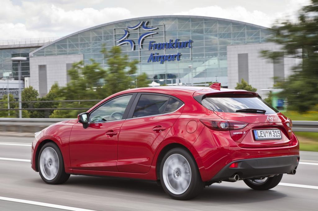 Dem positiven Fahreindruck kommt auch zugute, dass der Dreier mit 1.265 Kilogramm ein rechtes Leichtgewicht ist.