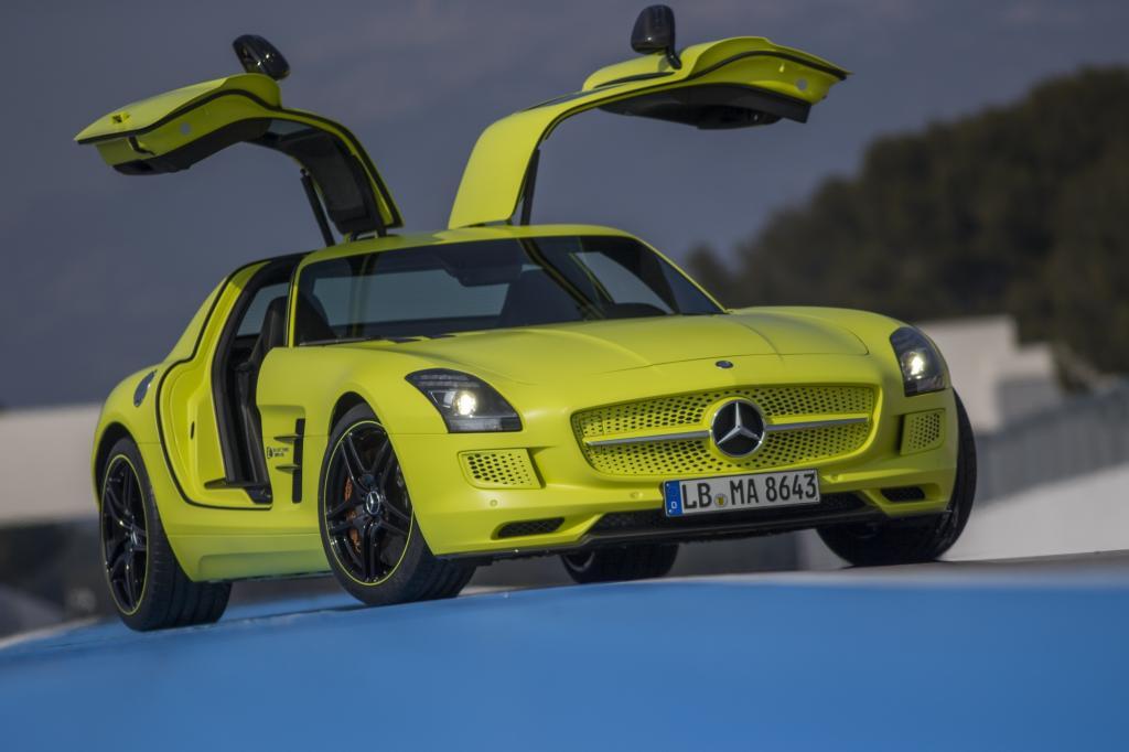 Den Platz in der Pole-Position nimmt die elektrische Variante des Mercedes SLS ein