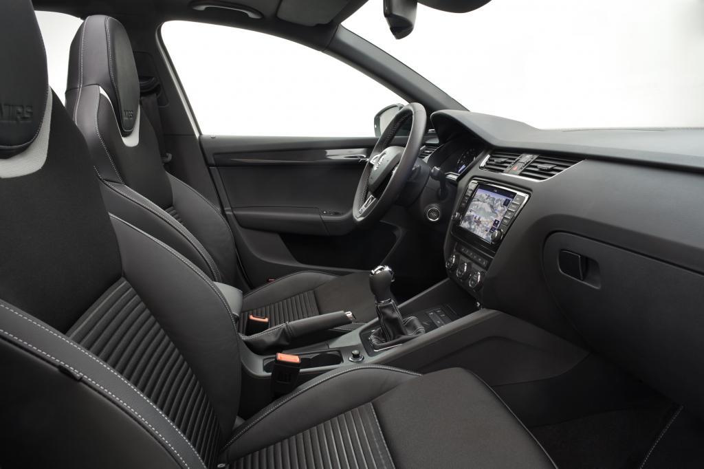 Den kernigen Sound, der über eine Direktleitung vom Motor in den Innenraum übertragen wird, kann man durch die Wahl des Ecomodus auch abschalten