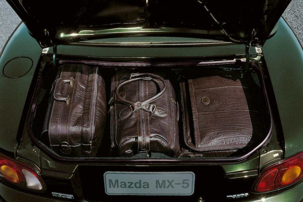 Der Kofferraum ist mit 144 Litern Volumen nur für das kleine Gepäck vorgesehen