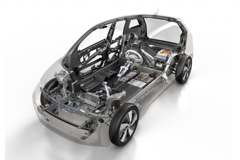 Die Batterie im Unterboden, der Elektromotor an der Hinterachse und die Karosse aus Karbon - der BMW i3 macht vieles anders