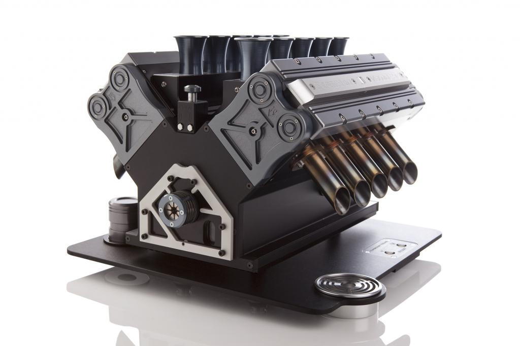 Die Espresso Veloce sieht aus wie ein Zwölfzylinder, ist aus Aluminium und Titan und schafft mit spezieller Turboaufladung Kaffee mit mehr Leistung.