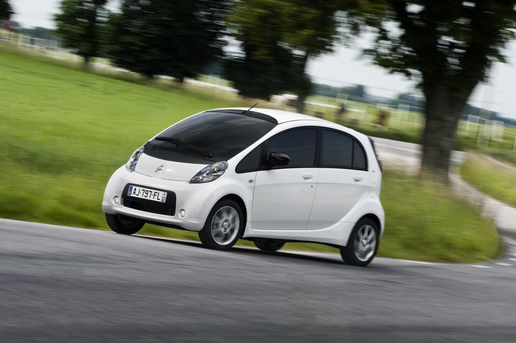 Die baugleichen Elektro-Kleinstwagen Citroen C-Zero, Mitsubishi i-MiEV und Peugeot Ion stellen eine Leistung von 49 kW/67 PS bereit, der Citroen C-Zero kostet ab 29.393 Euro