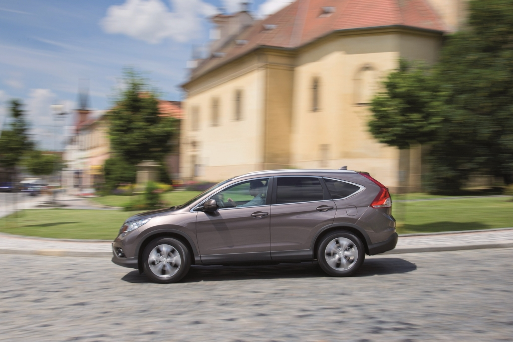 Erstmals offerieren die Japaner für ihr Kompakt-SUV die Option, ohne Allrad unterwegs zu sein.