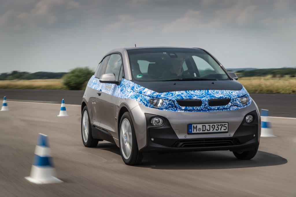 Etwas größer und derzeit das spannendste Elektro-Projekt ist der Kleinwagen i3 von BMW (hier noch mit Tarnfolie)