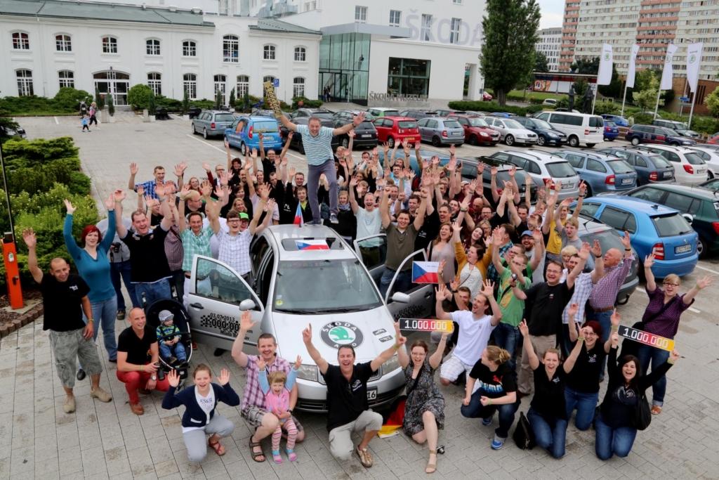 Fans und Freude begleiteten den Kilometer-Millionär auf der Fahrt nach Tschechien zum Skoda-Stammwerk