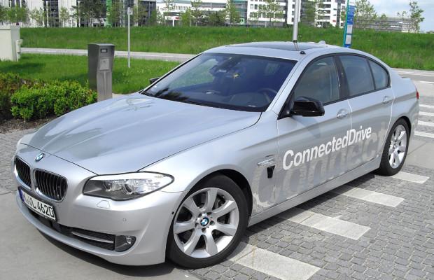 Forschungs-BMW fährt heute schon selbstständig von der A9 auf die A92