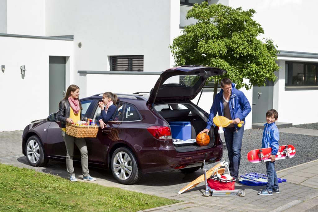 Getränkekisten plus Wochenendeinkauf, neue Blumenrabatten für die Terrasse oder jede Menge Koffer und Taschen schluckte der Kofferraum