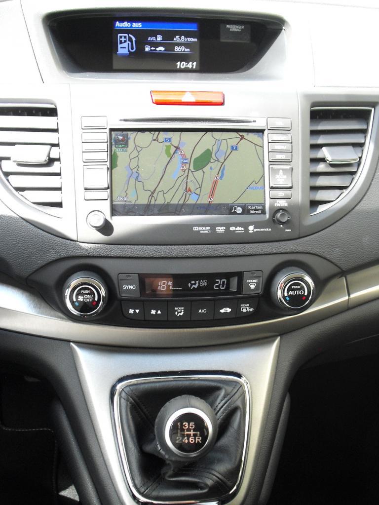 Honda CR-V: Blick auf den mittleren Armaturenträger.